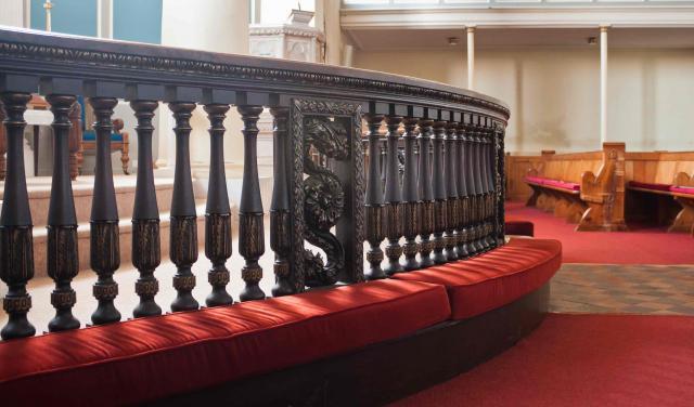 How can we encourage altar prayer?
